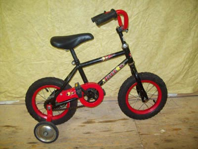 Boy's bike with 12in wheels and training wheels