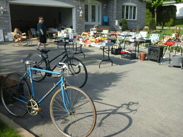 Bikes for sale at a garage sale - StephaneLapointe.com